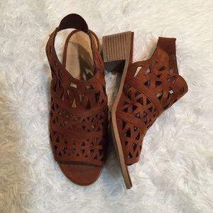 🌵BOGO🌵 American Eagle laser cut peep toe shoes